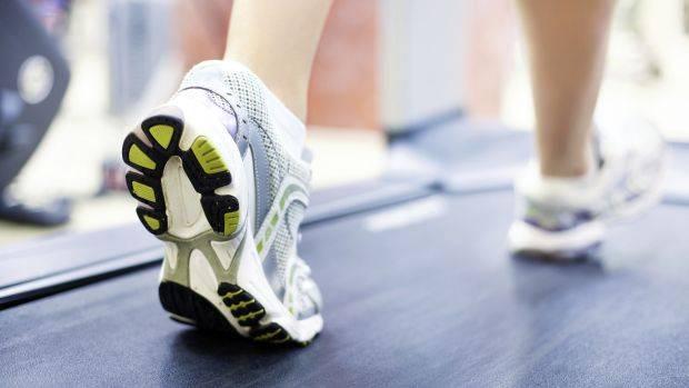 Como fugir da monotonia de correr na esteira e seus benefícios