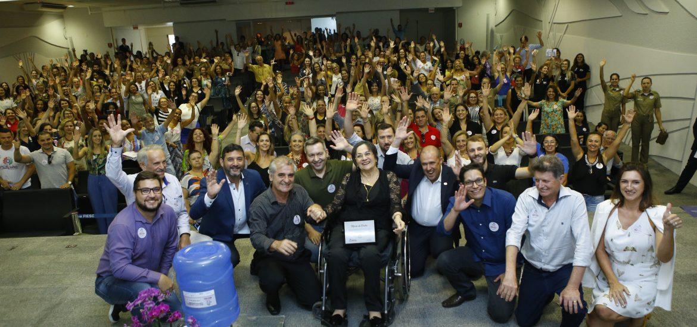 Maria da Penha, associados Acinam e público - Foto David Collaço, Divulgação