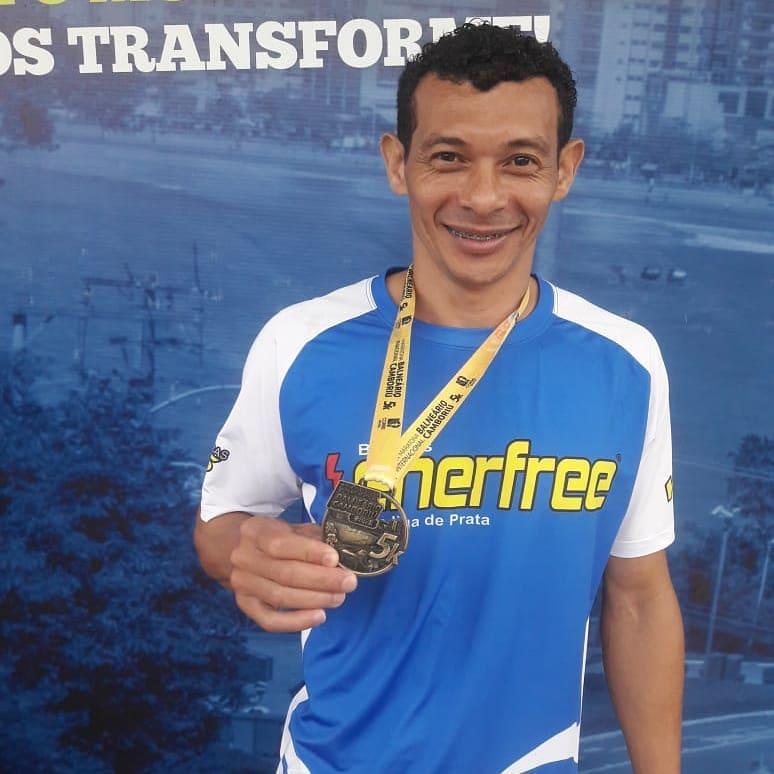 22 anos na corrida de rua e mais de 100 podiuns. Conheça a bela história do corredor Antônio Adriano