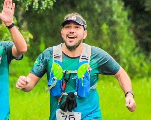 """O """"madrugadeiro"""" Cézar Vianei é um metalúrgico que deixou o sedentarismo de lado pra se tornar um maratonista"""
