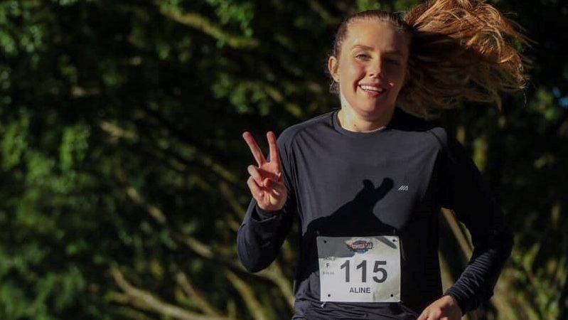 Atleta Aline Paszcuk fala da alegria de correr e da escolha pela enfermagem