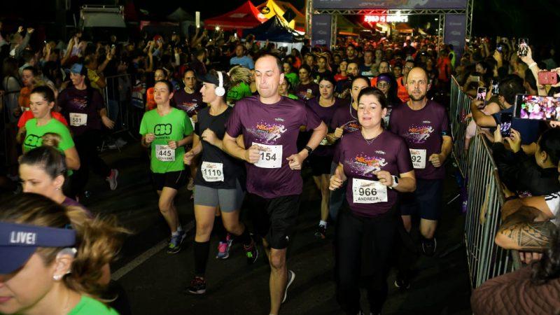 Em noite de diversão e corrida, Night Run Joinville reúne 2 mil pessoas