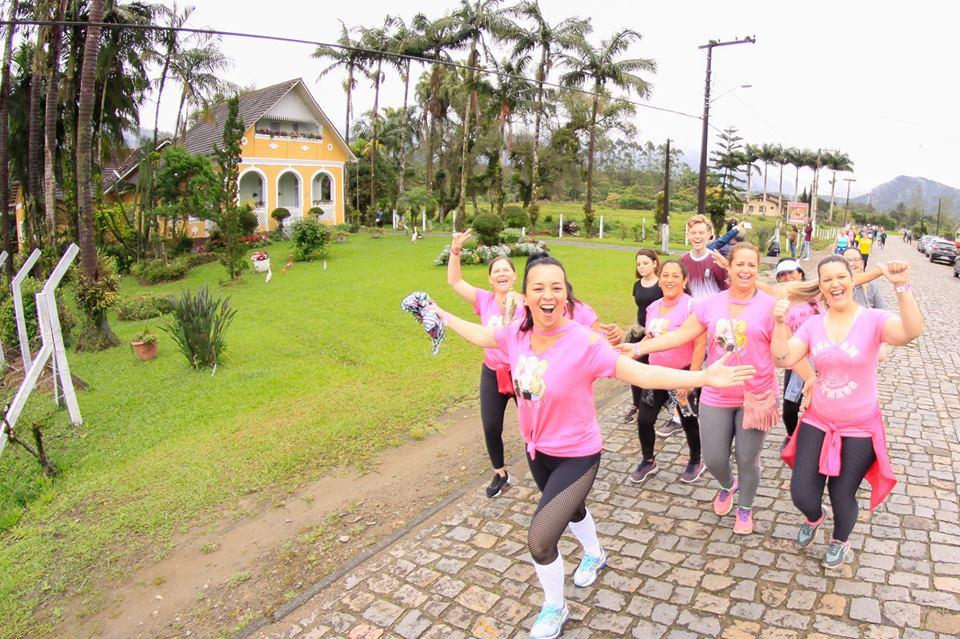 2º Treinão do Bem reúne centenas de corredores em Joinville