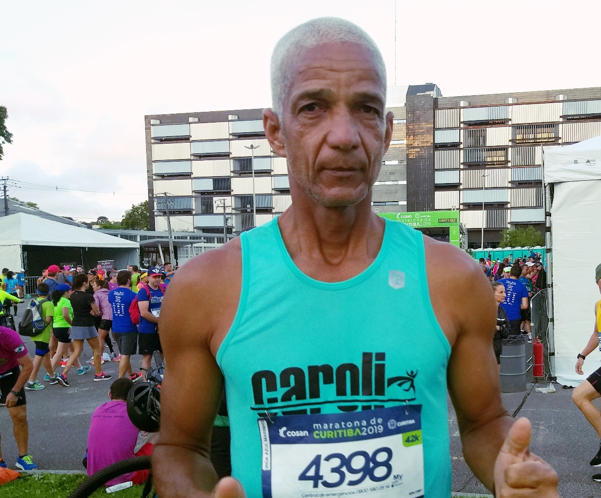 Conheça Gilson Venâncio, um gari do Rio de Janeiro que se tornou ultramaratonista