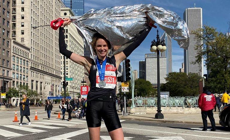 Após grave acidente, modelo catarinense Bárbara Beluco foi sub 3h na Maratona de Chicago